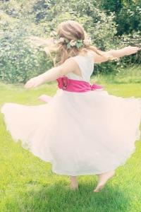 dancing-girl-556772_1280